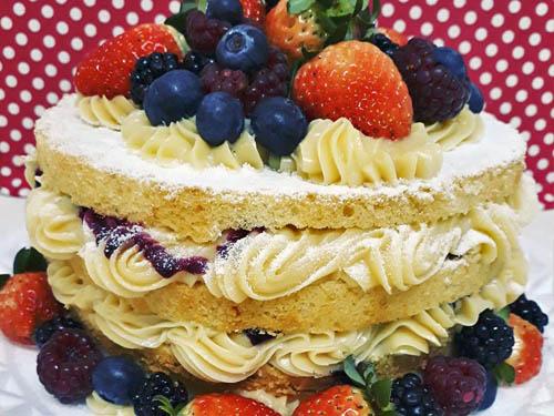 Naked Cake de Bem Casado com Frutas Vermelhas